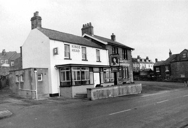 The Kings Head pub on Manchester Road, Crosspool (photo by sheffdave, used with permission)