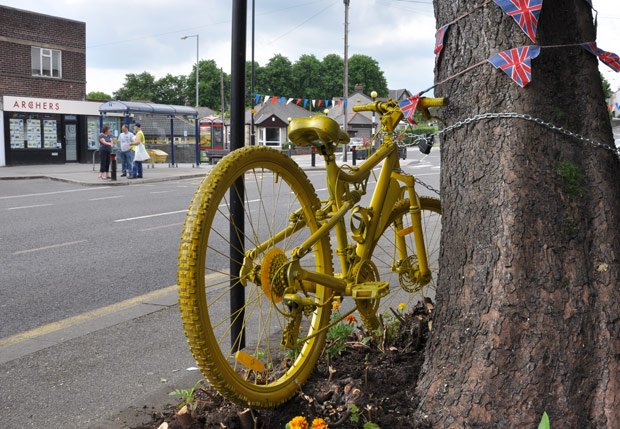 Spot the yellow bike in Crosspool!Spot the yellow bike in Crosspool!